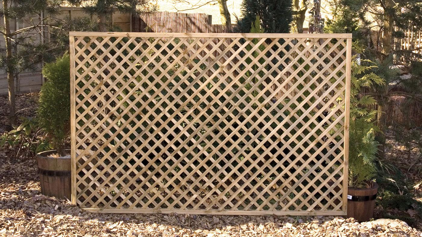 Elite lattice earnshaws fencing centres for Lattice screen fence